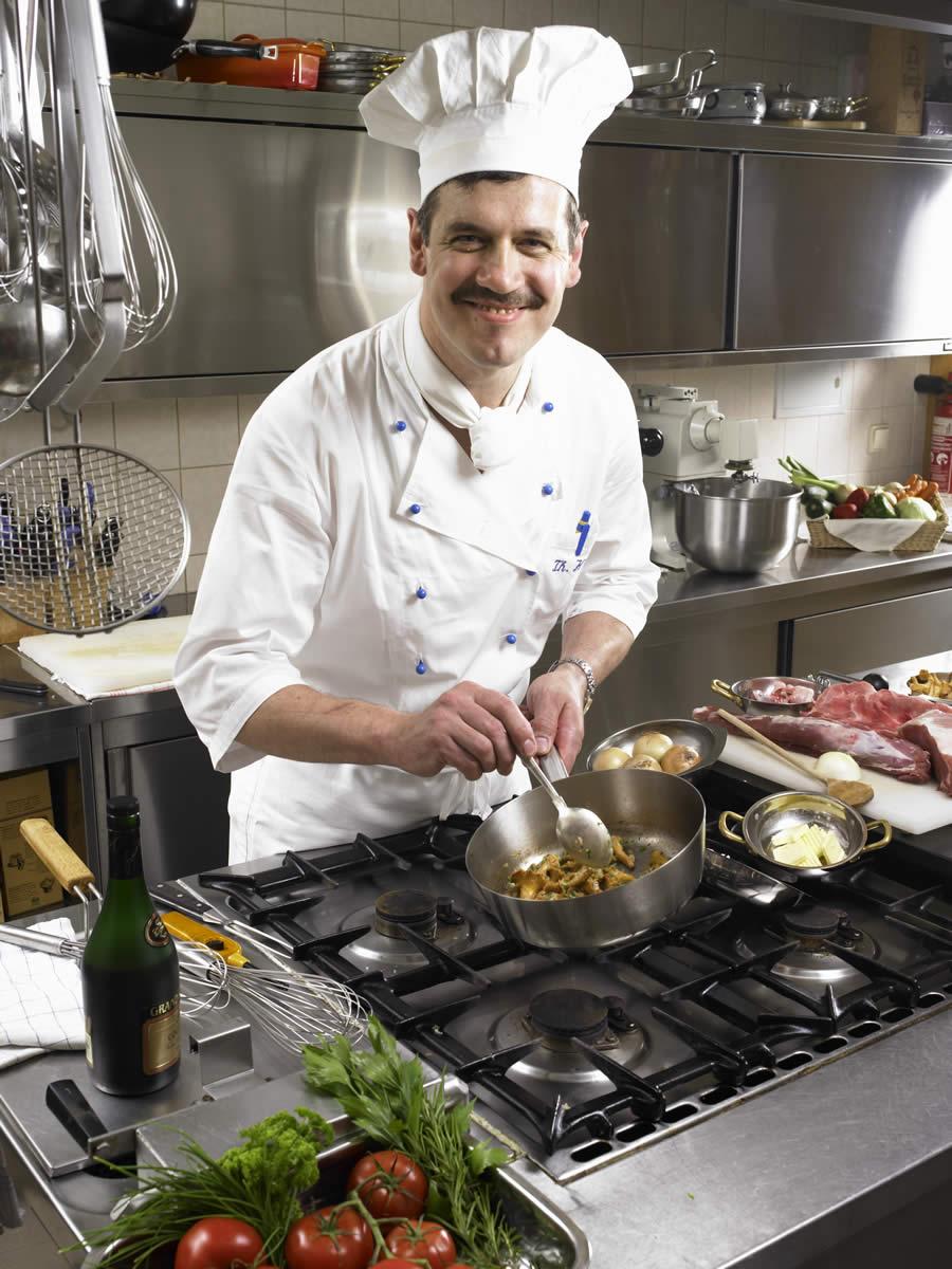 Ziemlich Koch In Der Küche Ideen - Küche Set Ideen - deriherusweets.info